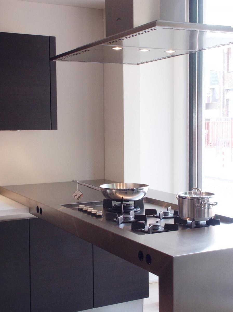 Plan de travail cuisine inox sur mesure simple plan avec for Plan cuisine inox