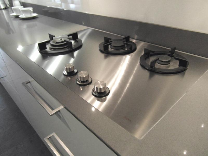 Grande plaque de cuisson induction elegant with grande for Plaque gaz grande largeur