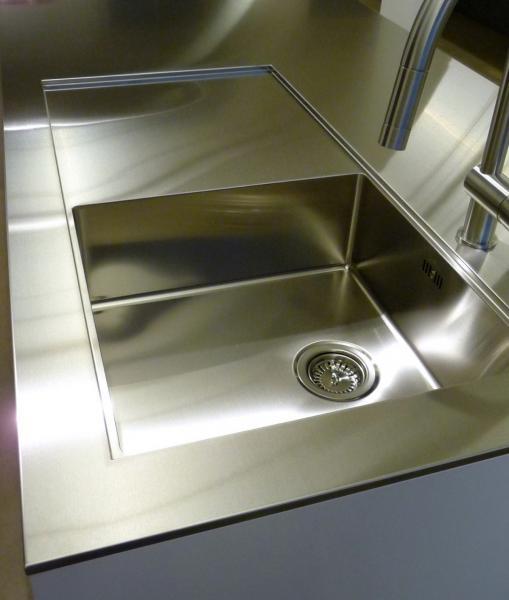 cuisine plan de travail inox cuisine moderne plan de. Black Bedroom Furniture Sets. Home Design Ideas
